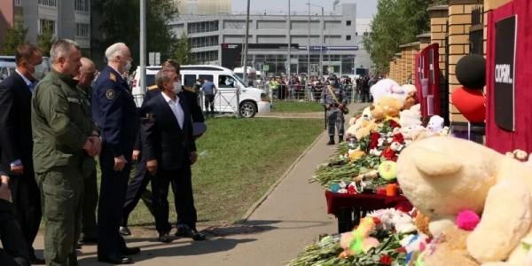 Прощание с погибшими Казанской школе