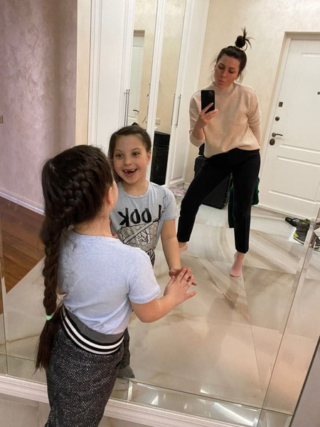 Мама с дочкой не нарадуются новым просторам
