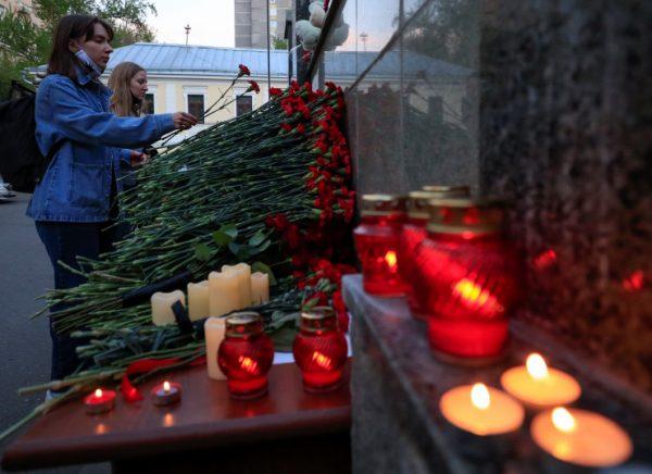 Прощание с погибшими при стрельбе в казанской школе