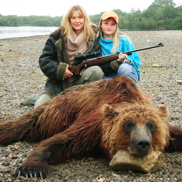 Дочь Полина тоже участвовала в охотах. Фото spletnik.ru