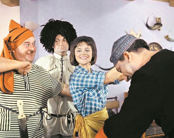 "кадр из фильма ""Кавказская пленница"""