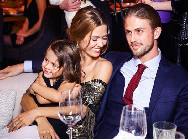 Боня и Смерфит с дочкой. Фото luxpersons.com