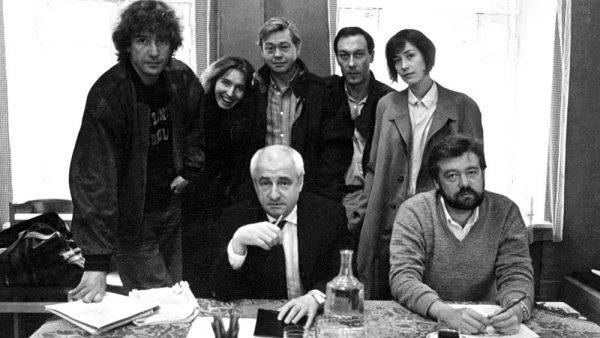 Марк Захаров с актёрами театра