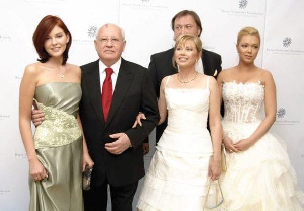 Михаил Горбачев, дочка - Ирина Вирганская, внучки - Ксения и Анастасия, второй муж Ирины - Андрей Трухачев