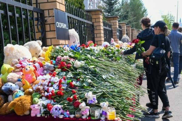 Прощание с погибшими Казанской школе, фото:24tv.ua