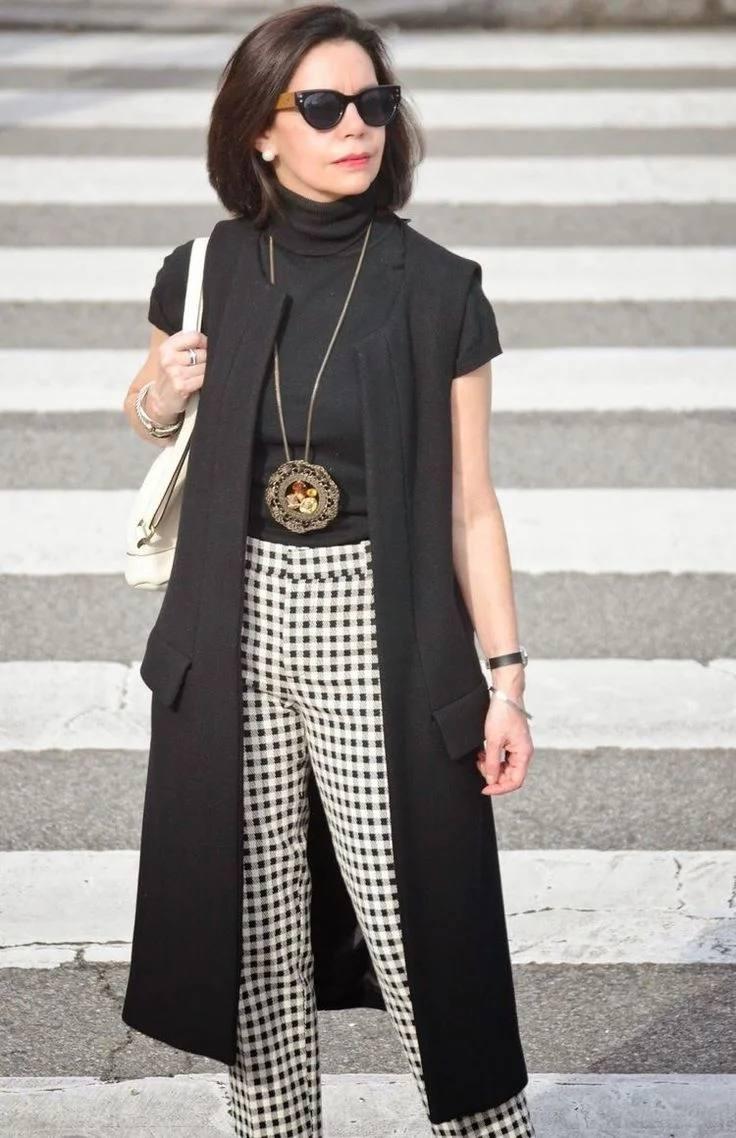 Как должна одеваться женщина после 50, чтобы выглядеть стильно: фото модных образов