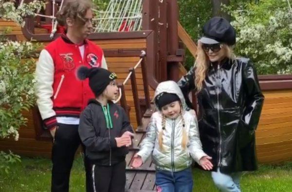 Алла Пугачёва и Максим Галкин с детьми