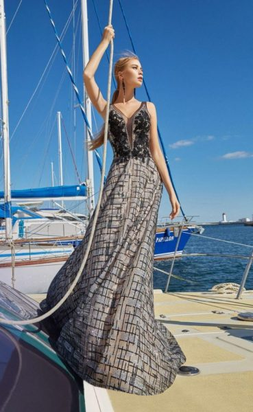 Photo selection of fashionable dresses for prom 2021-2022