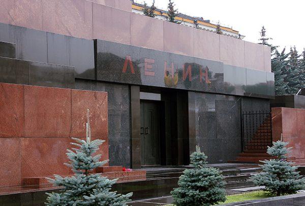 Вход в мавзодей. Фото regnum.ru