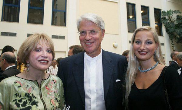 Петер Игенбергс с женой и дочкой
