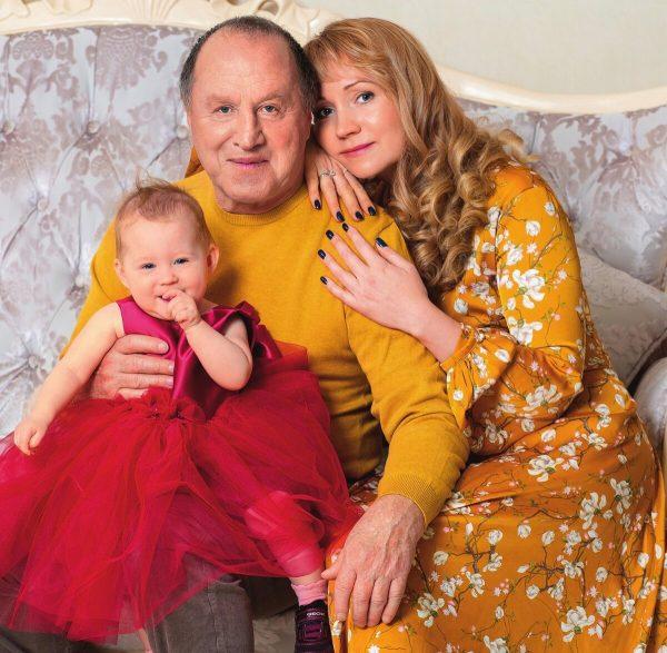 Владимир Стеклов и Ирина Дерягина с дочерью
