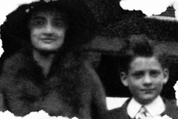 Уильям Картер II с матерью