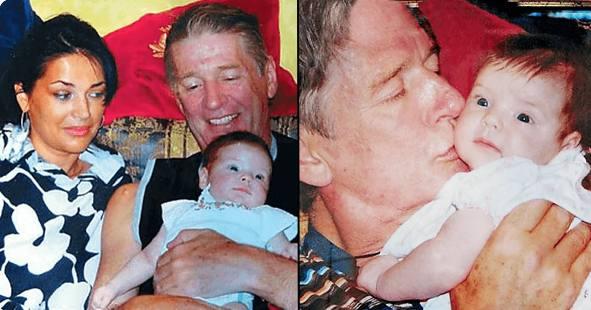 Александр Абдулов с новорожденной дочкой. Фото