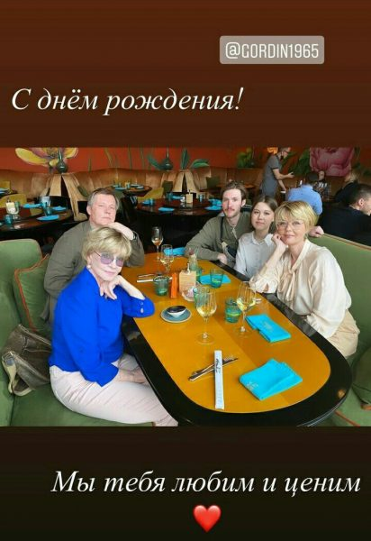 Вера Алентова с семьёй на праздновании дня рождения зятя