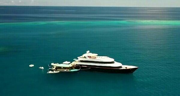 Яхта, на которой отдыхает семья Джигана
