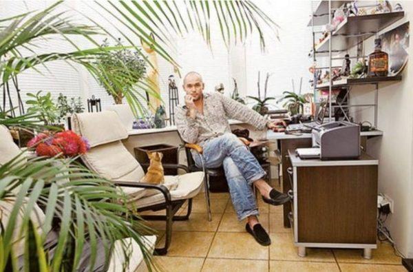 Максим Аверин в кабинете. Фото Яндекс. Картинки