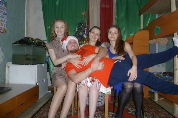 Сухов с женами. Фото