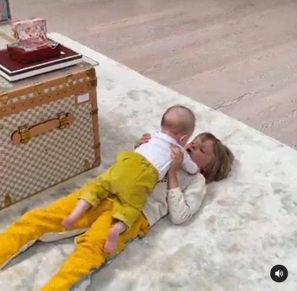 Дети играют. Фото Инстаграм
