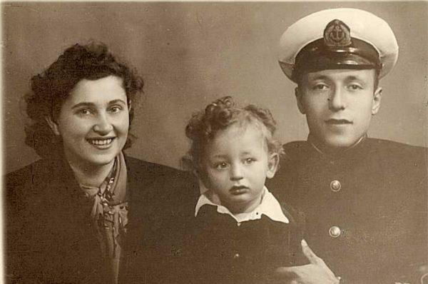 Анатолий Вассерман с родителями