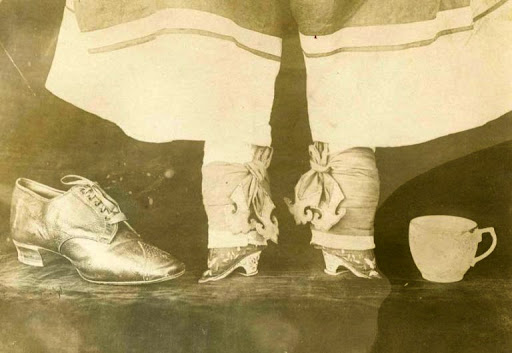 Ноги-лотосы. Фото cosmo