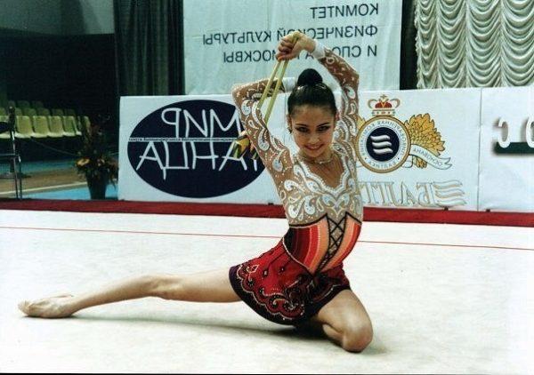 Ляйсан Утяшева в детстве. Фото sc-rg.ru