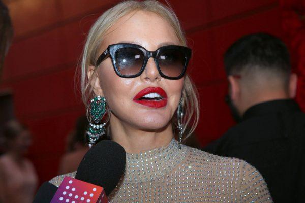 Маша Малиновская в очках