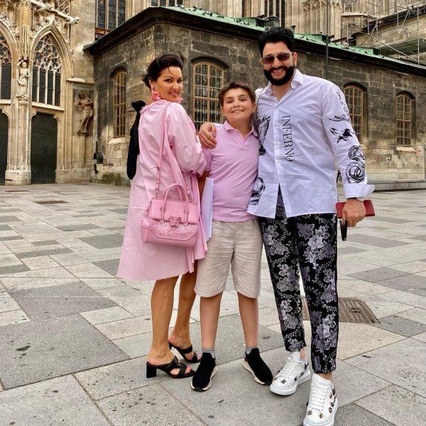 Анна Нетребко с сыном и мужем