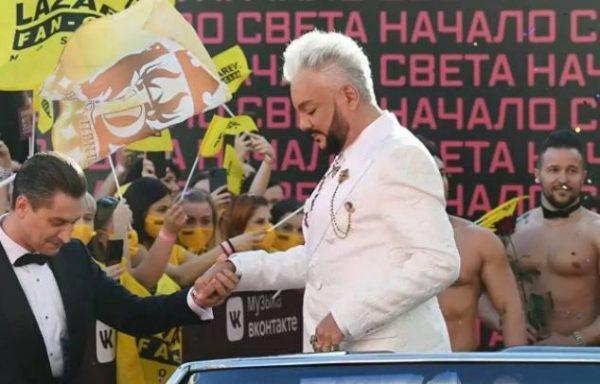 Так прибыли Киркоров и Манукян. Фото .livejournal.com