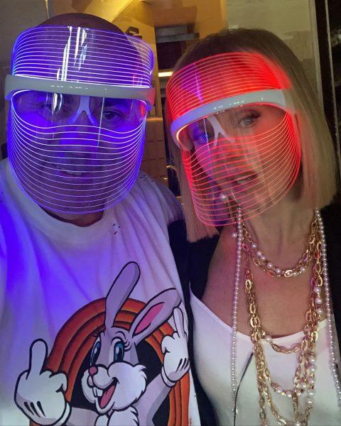Валерия с мужем в модных масках