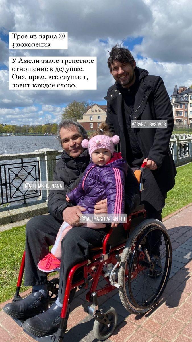 Бари Алибасов с сыном и внучкой Амели в Калининграде. Фото