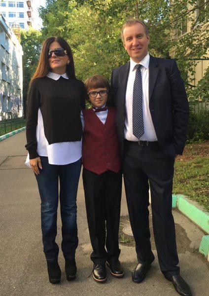 Диана Гурцкая с мужем и сыном, фото:mir-vkontakte.ru