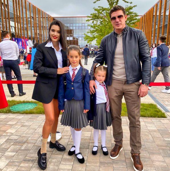 Ксения Бородина с дочками и мужем
