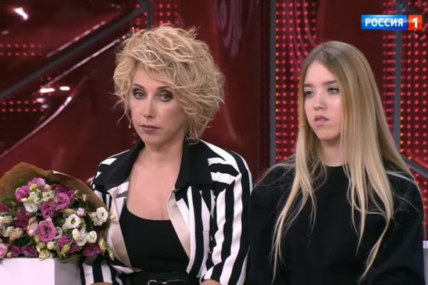 Елена Воробей с дочкой. Фото mkkaluga.ru