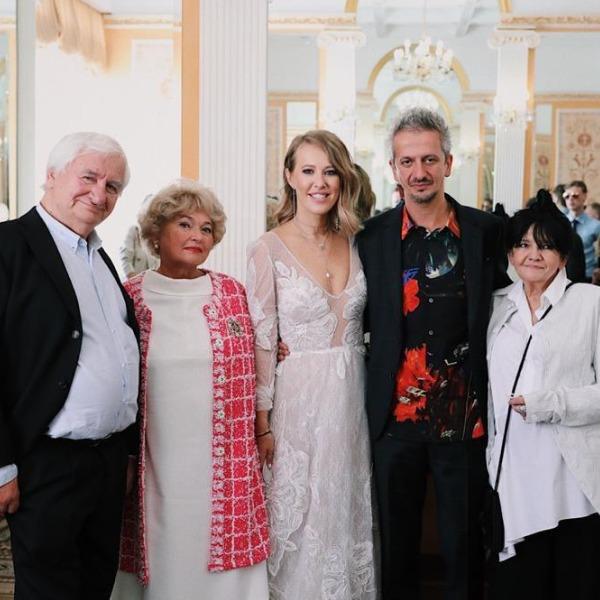 Собчак и Богомолов на свадьбе с родителями
