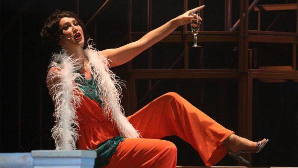 Ольга Бузова в роли певицы Бэллы Шанталь в спектакле «Чудесный грузин»