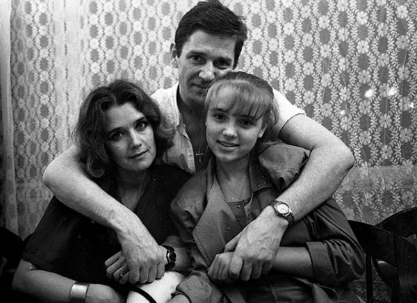 Александр Абдулов и Ирина Алфёрова с дочерью Ксенией, фото: