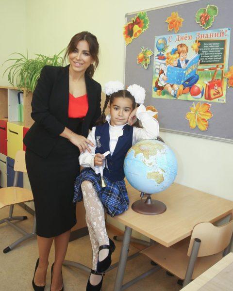 Ани Лорак с дочерью Софией в школе