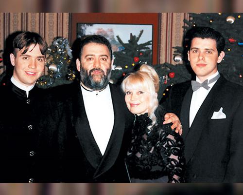 Михаил Шуфутинский с бывшей женой и сыновьями