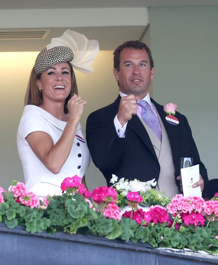 Свежеразведенный внук королевы Елизаветы флиртует с бывшей девушкой принца Гарри