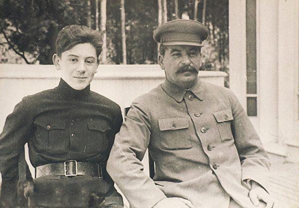 Иосиф Сталин с сыном Василием