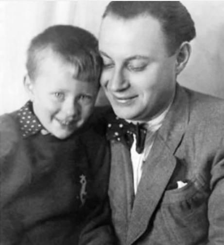 Александр Менакер с сыном Андреем. Фото из открытого доступа