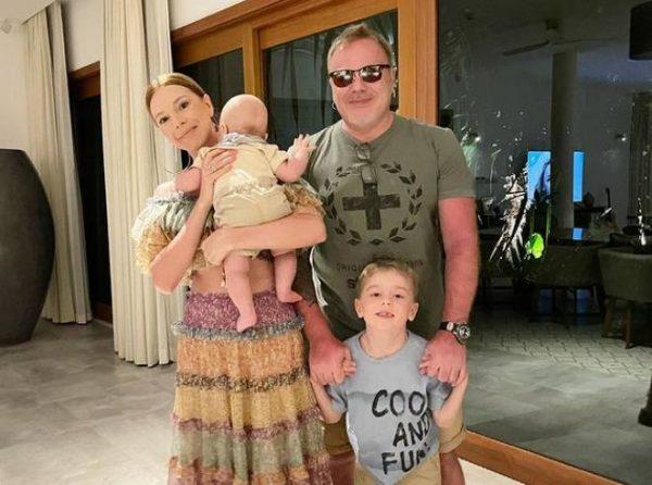 Наталья Подольская и Владимир Пресняков с детьми