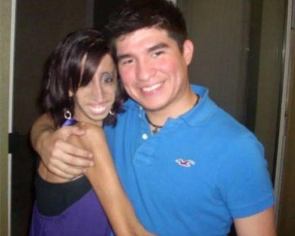 Лиззи Веласкес с женихом. Фото Инстаграм