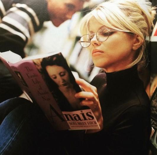Актриса живёт против времени и давно победила старость. Без фото паспорта поверить в её возраст невозможно
