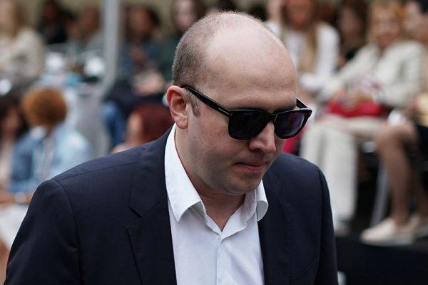 Сергей Бурунов в очках