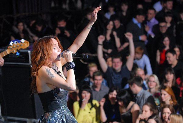 Певица Максим на концерте