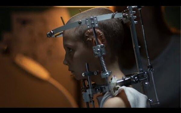 """Кадр из фильма """"Титан"""""""