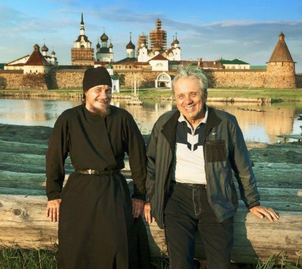 Евгений Стеблов с сыном монахом.