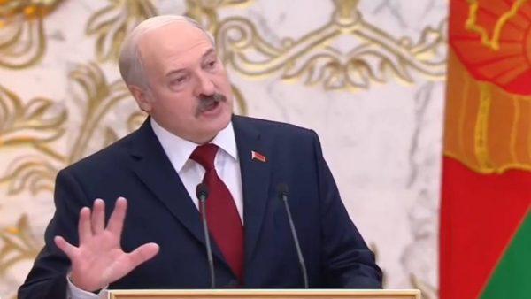 Александр Лукашенко говорит