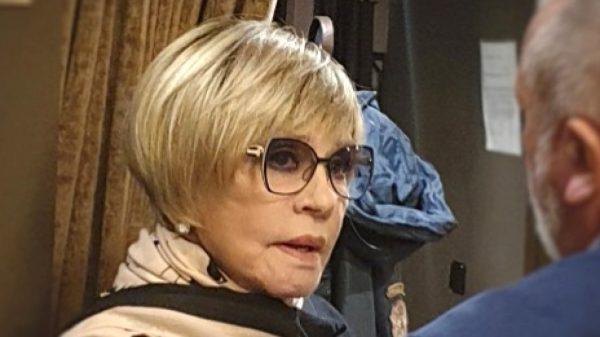 Вера Алентова в очках